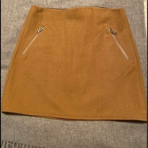 GAP Wool Beige Mini Skirt in Size 4.